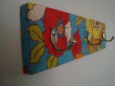 Rosa Luiza Artesanatos: Cabide de madeira reciclada, revestido com tecido!