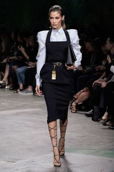 Versace Spring/Summer 2020 Ready-To-Wear - -You can find Versace and more on our website.Versace Spring/Summer 2020 Ready-To-Wear - - Fashion 2020, Runway Fashion, Fashion Models, Spring Fashion, High Fashion, Fashion Show, Fashion Looks, Fashion Outfits, Womens Fashion