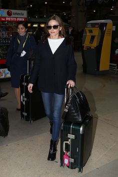 Olivia Palermo touching down in Paris for Fashion Week Estilo Olivia Palermo, Olivia Palermo Lookbook, Olivia Palermo Style, New York Socialites, Fall Outfits, Fashion Outfits, Travel Outfits, Style Fashion, Look Street Style