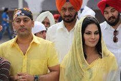 Pakistani Celeb Veena Malik prays at Gurudwara