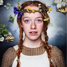 This is Anne Shirley (aka Anne of Green Gables) as she appears in ads for the CBC reboot of the beloved Canadian story. Anne Shirley, Anne Auf Green Gables, Amybeth Mcnulty, Gilbert And Anne, Anne White, Gilbert Blythe, Anne With An E, Cuthbert, Film Serie