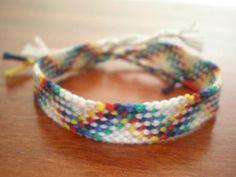 http://friendship-bracelets.net