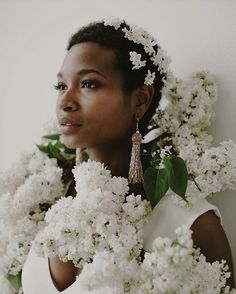 White lilac wedding flowers for ceremony and hair accessory Black Bride, My Black Is Beautiful, Boho Bride, Flowers In Hair, Roses In Hair, Bridal Portraits, Elegant, Bridal Hair, Hair Inspiration