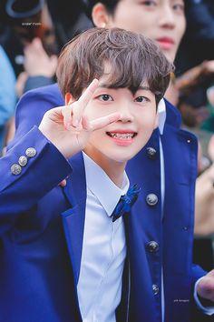song hyeong jun produce x 101 Bts Hoodie, Im Proud Of You, Love U Forever, Boys Over Flowers, Starship Entertainment, Videos Funny, Handsome Boys, K Idols, Kpop