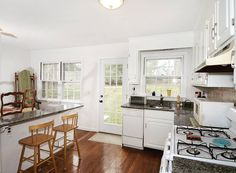 Surrounded by loads of windows, this special home is light and bright and features a fabulous open floor plan for everyday living and entertaining.  This sweet and pristine #capecod #home is nicely sited on a gentle hill overlooking the neighborhood and is just minutes to the village! For more info click the link in the description! #16lafayetteavenue #ridgefield #connecticut #ctlistings #realestate #ctrealestate #neumannrealestate #beautifulkitchens