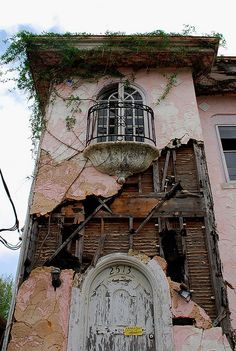 Makes me sad to see something so beautiful left to rot.   Abandoned. somebody must have loved this house once