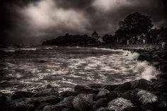 Visby shore #wu_sweden #nikonphotography #nikon_photography #visby #visbyhamn #visbystrand #gotland #sweden #island #sea #balticsea #ig_sweden #brilliantfuture16 #drama #wind #bw #blackandwhite #sepia