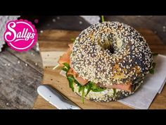 Bagels – das Rezept / weiche, luftige Brötchen Bagels are soft, airy rolls, with a hole in the middl Pap Recipe, Bagel Recipe, South African Dishes, South African Recipes, Best Grilled Chicken Recipe, Gluten Free Bagels, Sandwich Bread Recipes, Check Up, My Best Recipe
