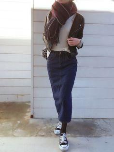 ミモレ丈のデニムタイトスカートに   mysty woman さんノーカラーライダース  でタイトな