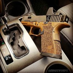 Manufacturer: Glock Mod. G19 Type - Tipo: Pistol Caliber - Calibre: 9 mm Capacity - Capacidade: 15 Rounds Barrel length - Comp.Cano: 4 Weight - Peso: 595 g Save those thumbs & bucks w/ free shipping on this magloader I purchased mine http://www.amazon.com/shops/raeind No more leaving the last round out because it is too hard to get in. And you will load them faster and easier, to maximize your shooting enjoyment.