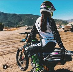 Buying a Mountain Bike. Lady Biker, Biker Girl, Triumph Motorcycles, Riding Gear, Riding Helmets, Audi, Porsche, Ducati, Dibujos Tumblr A Color