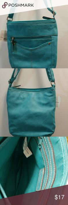 "Croft&Barrow shoulder messenger/crossbody purse Croft&Barrow shoulder messenger/crossbody purse, teal green color, 9""L x 8""W x 1""D, adjustable strap of 10"" to 18"" L  30% off a bundle of three or more items Everything is negotiable Smoke free home Pet free home All items deserve a 2nd chance at happiness Currently not trading croft & barrow Bags Crossbody Bags"