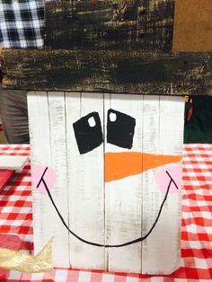 Pallet snowman we made! Love holiday decor!