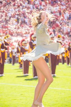 Cheerleader Images, College Cheerleading, Cheerleading Pictures, Cheerleading Outfits, Hot Cheerleaders, Cheerleader Girls, College Football, Cheer Outfits, Cute Girl Outfits