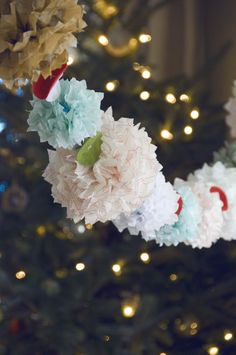 Pom pom garland No idea if this is hard to do or expensive. Limited area like barn doors or special table decor. Tissue Paper Garlands, Tissue Pom Poms, Pom Pom Garland, Tissue Paper Flowers, Flower Garlands, Paper Poms, Reception Decorations, Event Decor, Origami