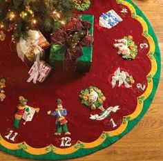 Bucilla Partridge In A Pear Tree Felt Tree Skirt Kit