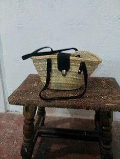 Nico, el artesano de mimbre, anea, rejilla, cuerda y caña:  Bolso de palmito con asas de cuero y cierre