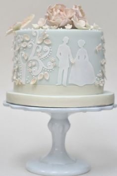 Single Layer Wedding Cake Silhouettes- or a more formal affair, try an elegant Victorian-themed cake with stylish silhouette details.