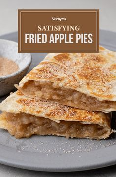These speedy sweet-tooth satisfiers pack in all the flavorful goodness of warm apple pie, without the calorie-rich price tag! Fried Apple Pies, Fried Apples, Healthy Snacks For Kids, Yummy Snacks, Dessert Ideas, Dessert Recipes, Desserts, Savoury Slice, Homemade Applesauce