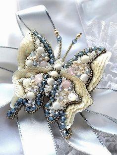 Beautiful beaded jewelry with butterflies | Beads Magic Jewelry Crafts, Jewelry Art, Beaded Jewelry, Fashion Jewelry, Jewelry Design, Jewellery, Bead Embroidery Jewelry, Beaded Embroidery, Brooches Handmade