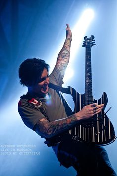 LOVE THIS!!! Synyster Gates <3 So awesome to see Syn smile!