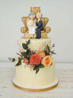 5 traditions about wedding cake Golden Anniversary Cake, 50th Anniversary Cakes, Anniversary Parties, 50th Wedding Anniversary Decorations, Golden Wedding Anniversary, Rodjendanske Torte, Cake Designs, Savoury Cake, Cake Decorating