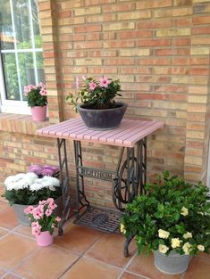 Vintage Sewing Many of us have a vintage or even antique sewing machine in their home that is dusty and neglected. Here are 60 ideas to upcycle vintage sewing machines into various types of home decor accessories. Sewing Machine Tables, Antique Sewing Machines, Sewing Tables, Repurposed Furniture, Diy Furniture, Painted Furniture, Vintage Furniture, Outdoor Tables, Outdoor Decor