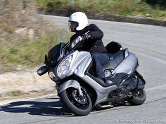 #Suzuki 650 #Burgman : le #scooter GT protéiforme. Dès 2001, Suzuki lançait le premier scooter GT de grosse cylindrée. Peaufiné au fil des années, il n'a jamais trouvé de vrai concurrent direct sur son chemin. Avec ce profond lifting, le Burgman conserve les atouts qui ont fait son succès, tout en améliorant son look et sa finition pour séduire les utilisateurs pressés. Lire l'article www.motomag.com/... #Moto Magazine #MotoMag #Moto Mag