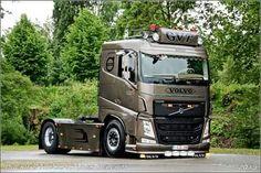 VOLVO FH12 Train Truck, Road Train, Customised Trucks, Luxury Bus, Scania V8, Volvo Trucks, Big Rig Trucks, Cars And Motorcycles, Tractors