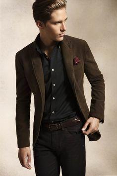 Mezcla de estilo natural (chaqueta de pana) con estilo elegante.