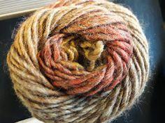 Au Crochet qui m'aille...: Mon châle libellule Poncho Crochet, Patron Crochet, Crochet Motifs, Hair Styles, Inspiration, Beauty, Shawl, Tejidos, Knit Shawl Patterns