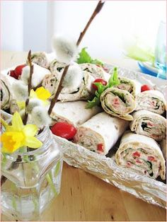 vaaleanpunainen marenki-blogi: rieskarullat Creative Food, Fresh Rolls, Potato Salad, Food And Drink, Sweets, Snacks, Breakfast, Ethnic Recipes, Party Ideas