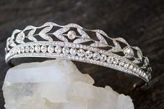 KENNEDY Swarovski Crystal Royal Bridal Tiara © DETAILS The Kennedy Tiara is a classic royal tiara made from gorgeous Swarovski Crystal is the epitome of elegance and bridal luxury and grace. Swarovski Crystals Platinum Plating Tiara at its tallest part : 1 Inch (2.54CM) Bobby Pin Loops at the ends for further security in your tresses, while you dance the night away at your wedding! Comes in a Beautiful EDEN LUXE Bridal Signature Beribboned Keepsake Box. We are OBSESSED with pretty packaging! BES Royal Tiaras, Tiaras And Crowns, Bridal Crown, Bridal Tiara, Diamond Tiara, Princess Madeleine, Dreadlocks, Red Accents, Headpiece