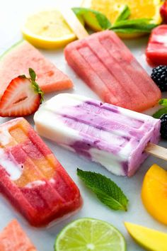 Make Your Own Homemade Fruit Popsicles Healthy homemade fruit popsicles made with five ingredients or less! Four delicious recipes to choose from, strawberry, watermelon, lemon, and coconut. Homemade Fruit Popsicles, Watermelon Popsicles, Watermelon And Lemon, Healthy Popsicles, Yogurt Popsicles, Watermelon Recipes, Fruit Recipes, Smoothie Popsicles, Coconut Popsicles