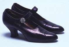 Evening Shoes, Mascot: ca. 1922, English, kid with single bar strap and diamante button.