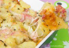 Le patate pasticciate sono delle deliziose patate condite con pancetta, scamorza ed altri ingredient, facilissime da preparare e davvero super golosissime!!