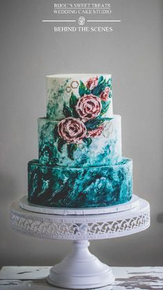 the making of: this OMG gorgeous all buttercream painted wedding cake . Custom painted marble base with simple buttercream roses and small gold details by Bijou's Sweet Treats wedding cake. cakes videos the making of: all buttercream painted wedding cake Nake Cake, Painted Wedding Cake, Swirl Cake, Zucchini Cake, Salty Cake, Cake Trends, Crazy Cakes, Savoury Cake, Mini Cakes