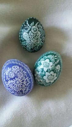 Eggs scratched Egg Crafts, Diy And Crafts, Easter Egg Designs, Scratch Art, Egg Art, Egg Decorating, Egg Shells, Diy Design, Easter Eggs