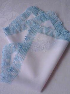 >>> Nr. 40 Chusteczka z haftem i  szydełkową koronką. Cena 65 zł. + koszt przesylki >>> The handkerchief with crocheted lace made in the final  petal decorated embrioidery. Price 22 $ + shipping
