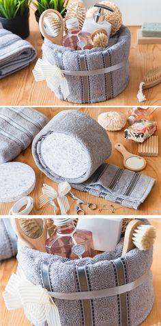Dárkové balení ručníku včetně pár drobností do koupelny můžete využít jako dekoraci nebo praktický dárek. Naučíme vás zabalit ho zabalit krok za krokem.
