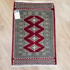 Pakistan Jaldar design rug is hand-knotted, with fine silk and wool Size : cm Red Rugs, Home Decor Bedding, Rugs, Rugs Online, Bedroom Rug, Rugs On Carpet, Handmade Rugs, Door Mat, Bohemian Rug