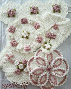 Crochet Potholder Patterns, Crochet Flower Patterns, Crochet Flowers, Love Decorations, Crochet Butterfly, Crochet Baby, Pot Holders, Elsa, Blanket