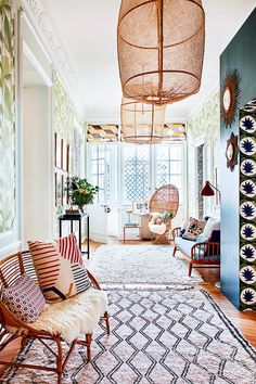 With bold prints, incredible attention to detail, and an eclectic mix of vintage and new, Dee Murphy's dining room is all sorts of inspiring. Get the low-down on the space, here. Hotel Room Design, Dining Room Design, Lobby Design, Rooms Ideas, Room Rugs, Entryway Decor, Entryway Lighting, Modern Entryway, Entryway Ideas