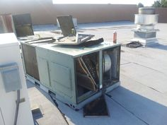 big company used that same car jack to lift the unit off the curb and sat it on the roof. can u say leak. - http://www.hvac-hacks.com/big-company-used-that-same-car-jack-to-lift-the-unit-off-the-curb-and-sat-it-on-the-roof-can-u-say-leak/