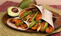 Butter Chicken Wraps - Rich butter chicken with the fresh taste of mango and creamy avocado in a healthy whole-wheat wrap! Salmon And Asparagus, Asparagus Recipe, Butter Chicken Sauce, Green Curry Sauce, Garlic Herb Butter, Salmon Dinner, Food Tags, Chicken Wraps, Wrap Sandwiches