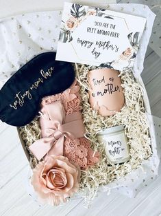 Today I wanted to share another gift guide with you, seeing as Mother's Day is right around the corner! It is never too early to start shopping for gifts! Mothers Day Baskets, Grandmas Mothers Day Gifts, Mothers Day Crafts, Mother Gifts, Morhers Day Gifts, Mother's Day Gift Sets, Gift Box Birthday, Birthday Gift Baskets, Diy Mother's Day Crafts