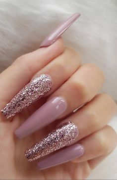 Mauve long coffin nails with rose gold glitter Gold Acrylic Nails, Mauve Nails, Rose Gold Nails, Glam Nails, Nagellack Design, Coffin Nails Long, Coffin Nails Glitter, Cute Acrylic Nail Designs, Coffin Nails Designs Summer