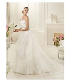 Wedding Dress Photos - Find the perfect wedding dress pictures and wedding gown photos at WeddingWire. Browse through thousands of photos of wedding dresses. Wedding Dress 2013, Pronovias Wedding Dress, Wedding Dress Organza, Elegant Wedding Gowns, Wedding Dresses Photos, Perfect Wedding Dress, White Wedding Dresses, Cheap Wedding Dress, Wedding Dress Styles