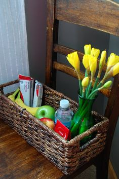 Create a welcoming feeling by making a welcome basket for any of your guests! Fill it with their favorite things! What To Put In A Guest Room Basket Guest Welcome Baskets, Guest Basket, Basket Gift, Guest Room Essentials, Guest Gifts, Welcome Gifts, Spare Room, Guest Bedrooms, B & B