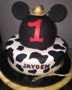 Cowboy Mickey Mouse Birthday Cake  #MickeyMouse #cakes #ideas #mickey #birthday #boy #events #inspirations #fondant #cowboy #country  Follow us on Instagram and Facebook @arlyscakes www.arlyscakes.com